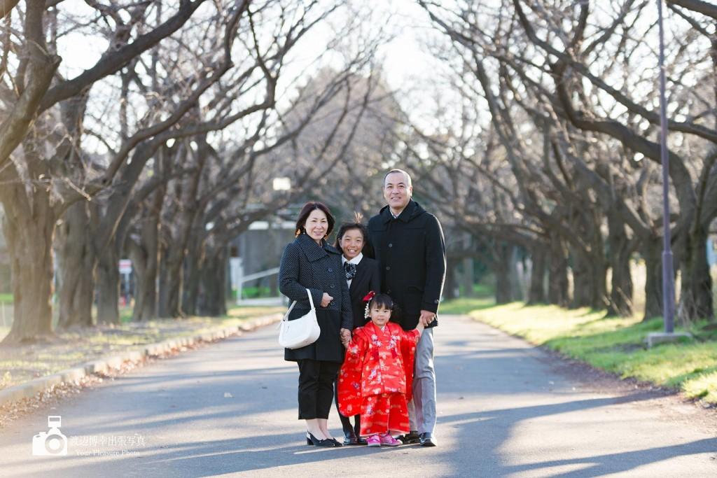 4人家族の記念写真