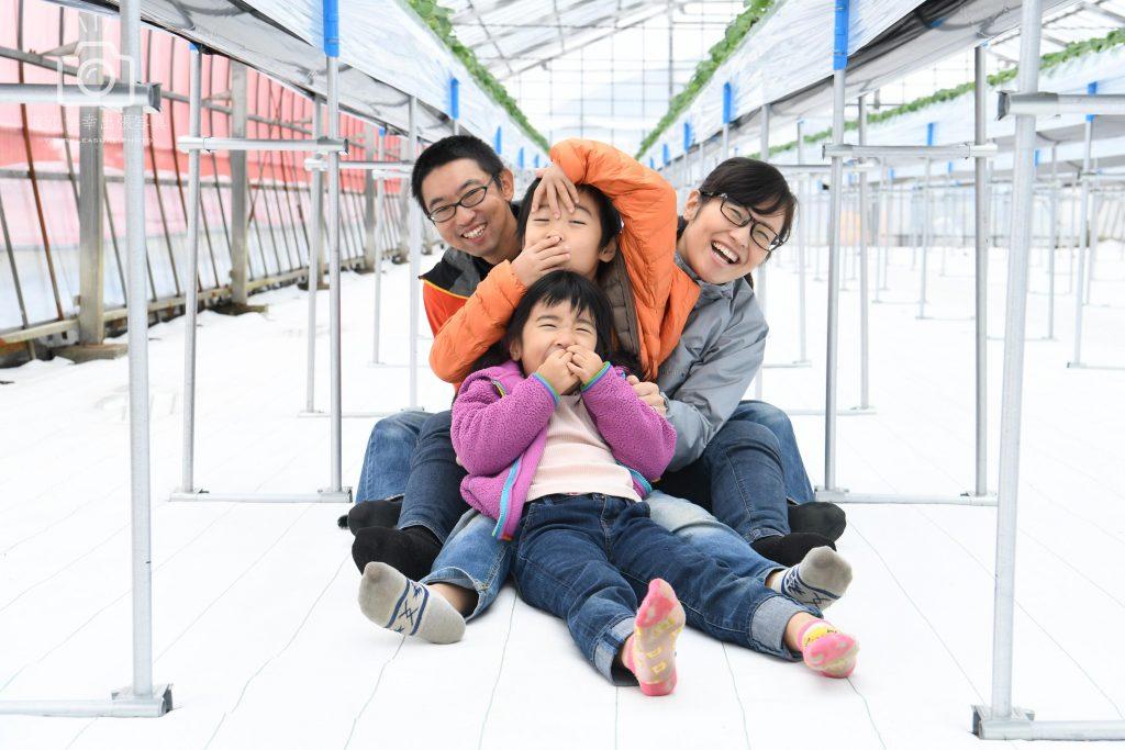 新潟県でしあわせ家族の写真。