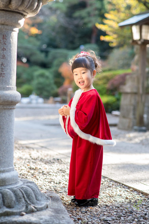 赤いドレス姿の女の子