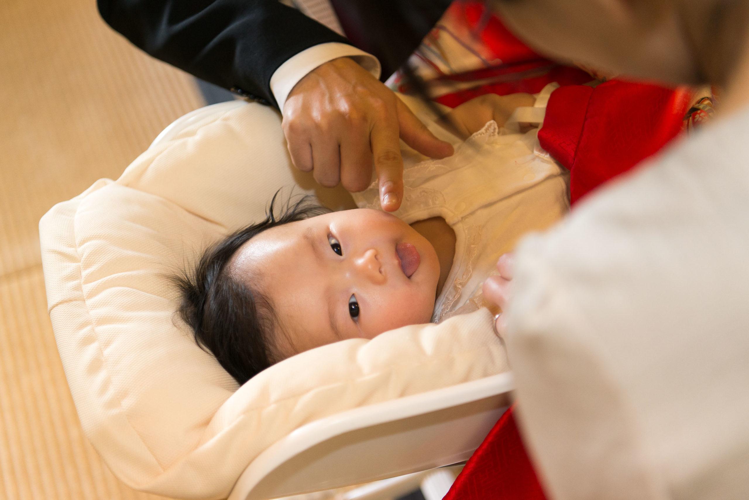 舌をペロッと出してる赤ちゃん