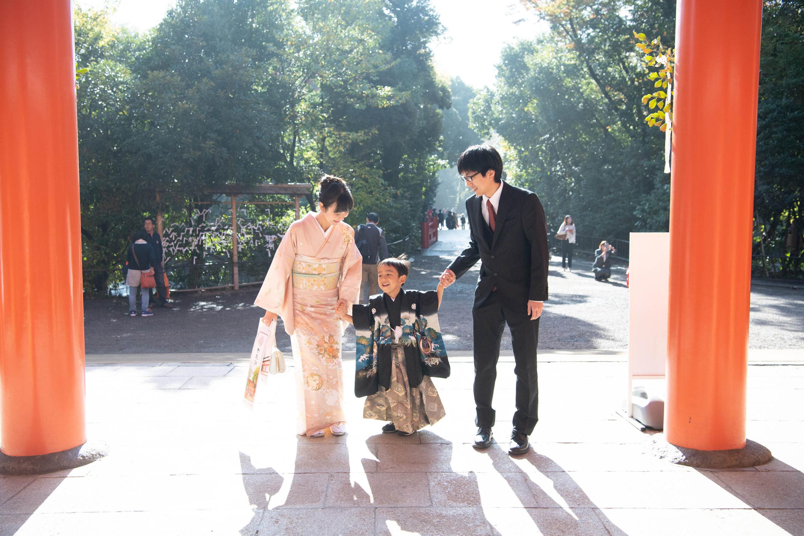 5歳の男の子の撮影 大宮氷川神社で七五三の出張撮影 ママ大好き
