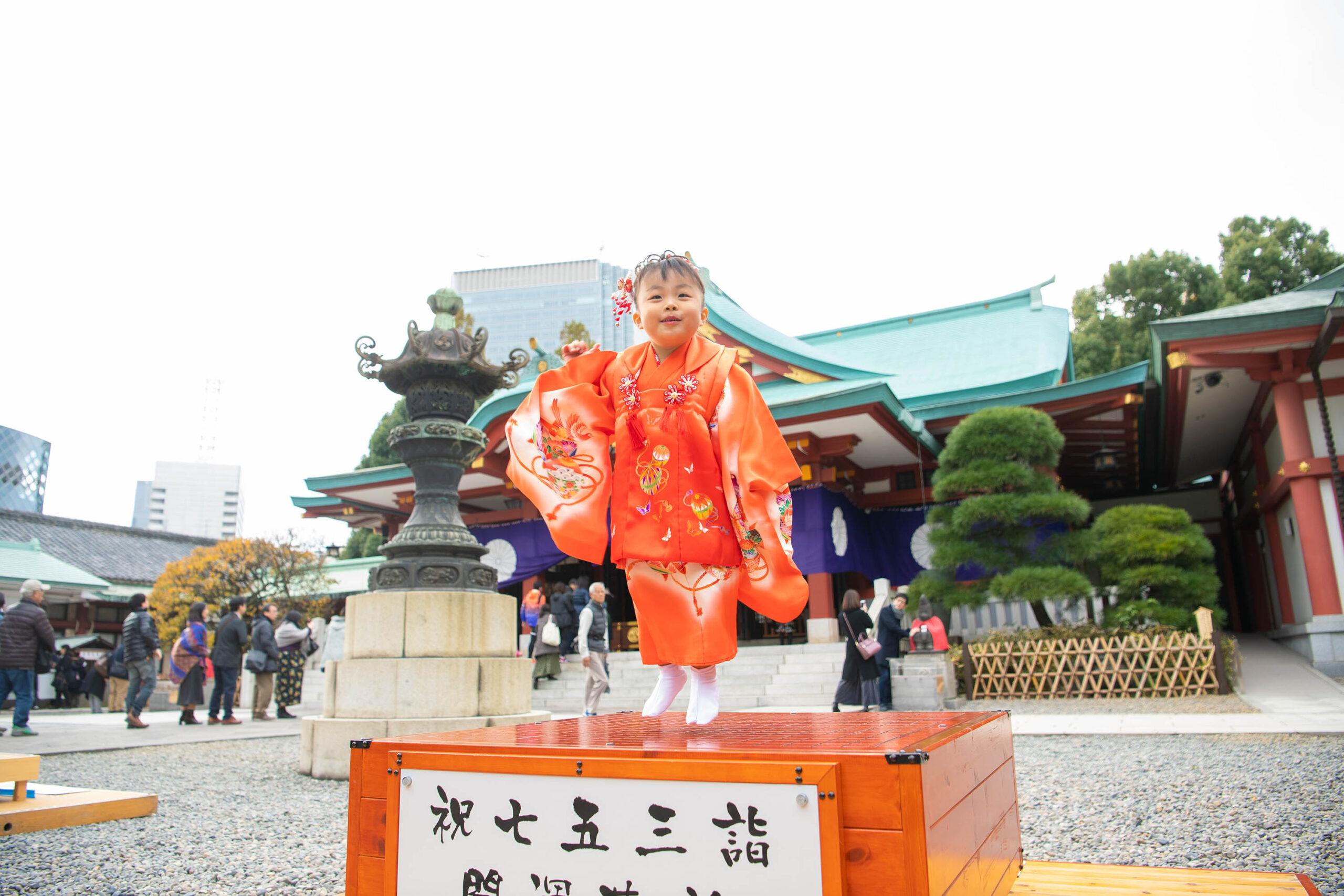 リカちゃん人形と記念撮影|日枝神社で七五三出張撮影