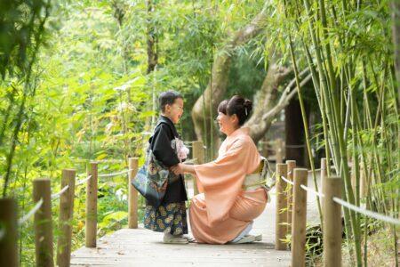 お母さんと一緒の写真を残せる七五三|大宮氷川神社